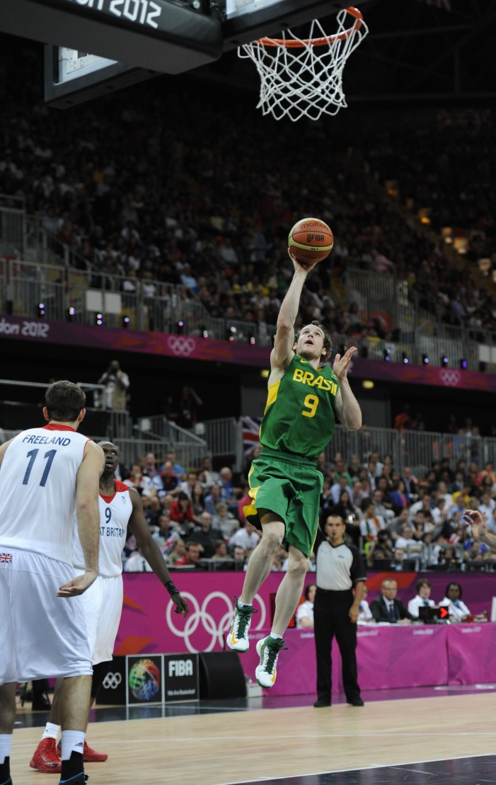 Splitter, Huertas lead Brazil past Great Britain 67-62