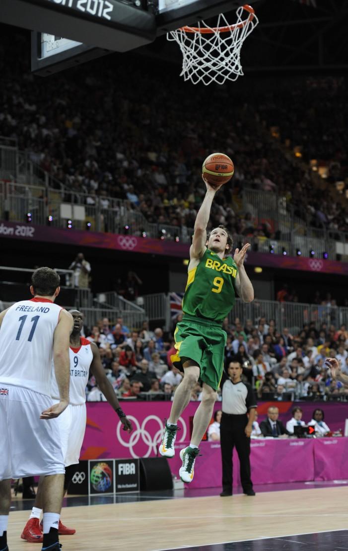 Splitter, Huertas lead Brazil past Great Britain 67-62