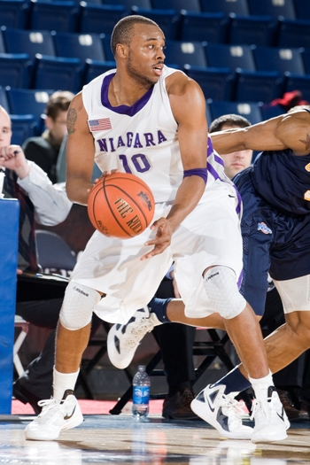 Niagara tops Marist on Green's last-gasp 3-pointer, 57-54