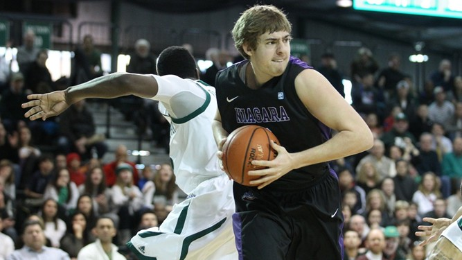 Niagara holds off Manhattan, 60-56, to stay in first place