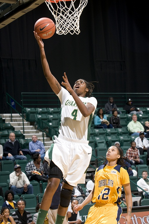 @CharlotteWBB rallies behind Amanda Dowe to defeat Richmond, 64-55