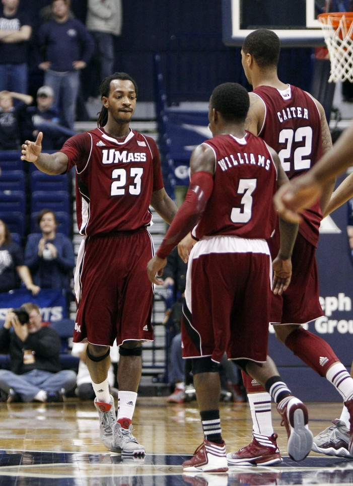 Riley, Vinson lead UMass past Xavier, 77-72