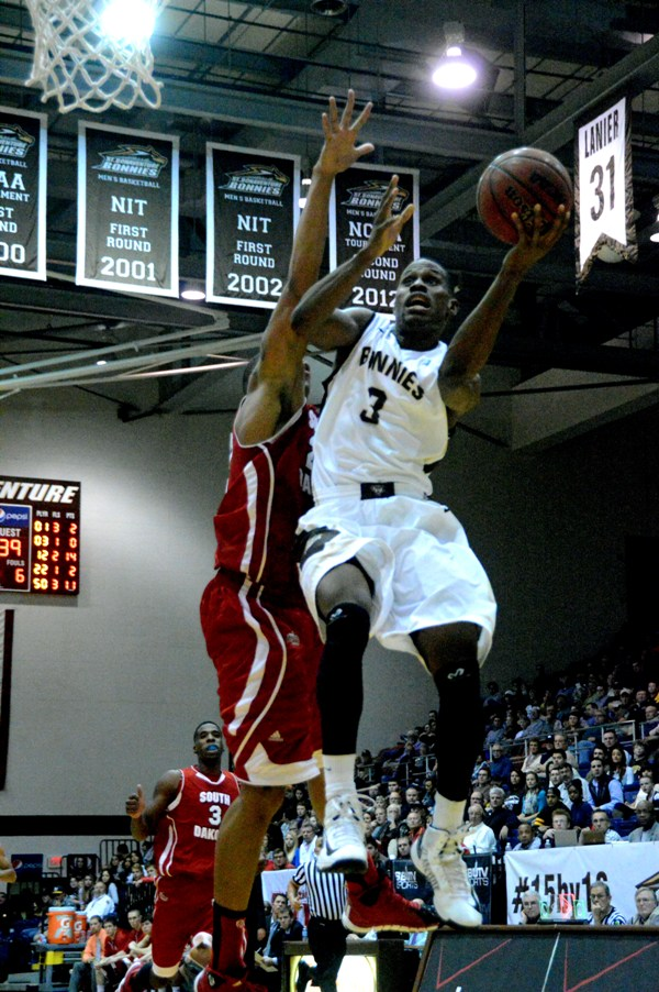 Bonnies start slow, run away from South Dakota in opening win
