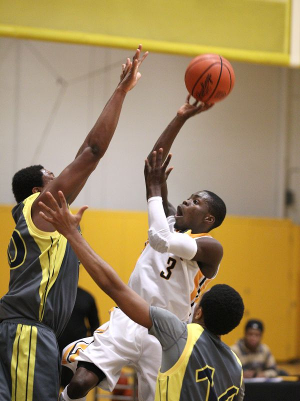 Monroe outlasts Mercyhurst NE 77-75; advances to Region III finals