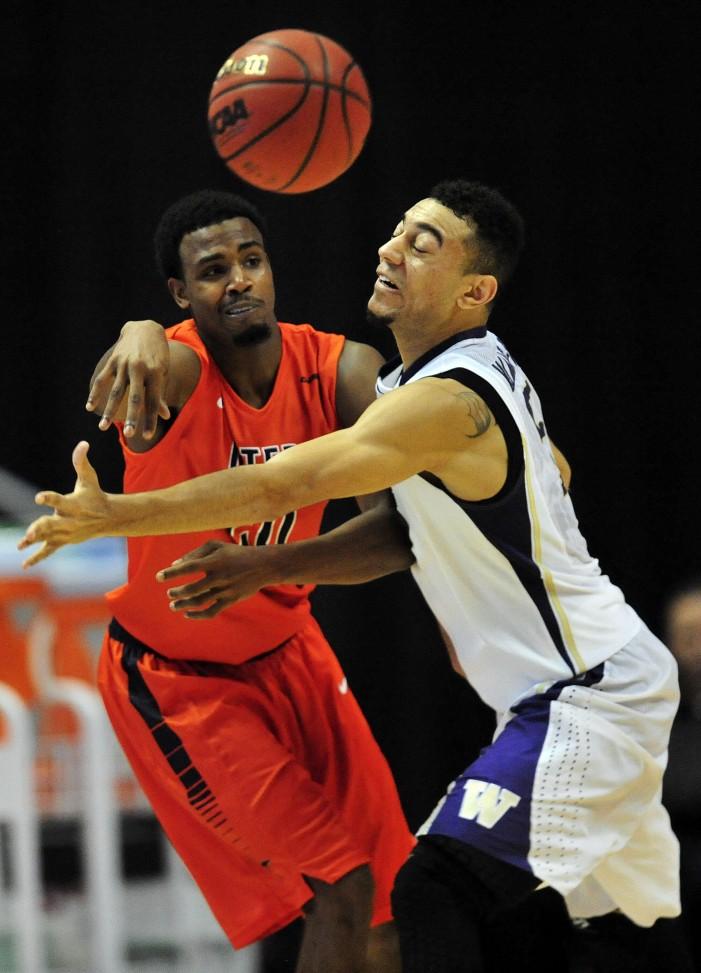 Washington nips UTEP 68-65 for  DIRECTV Wooden Legacy championship