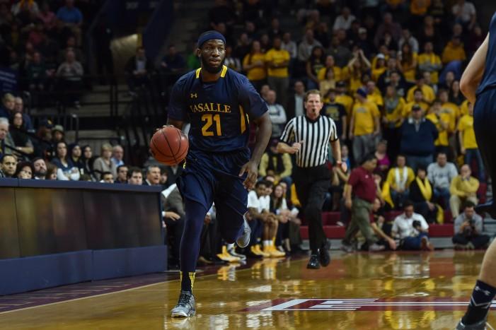 La Salle takes one-point edge into locker room