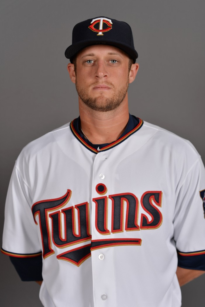 Twins trade Rohlfing to Mets for cash considerations
