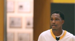 Tribunes run past Medaille JV