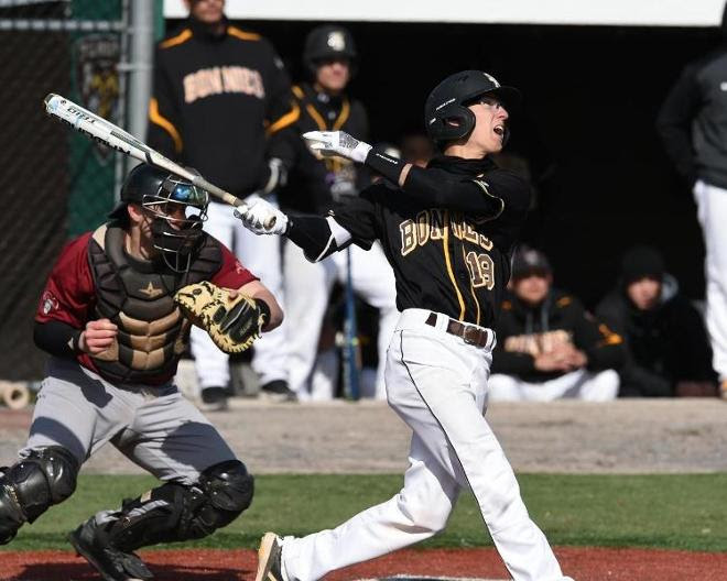 George Mason sneaks past Bona, 4-3, to even series