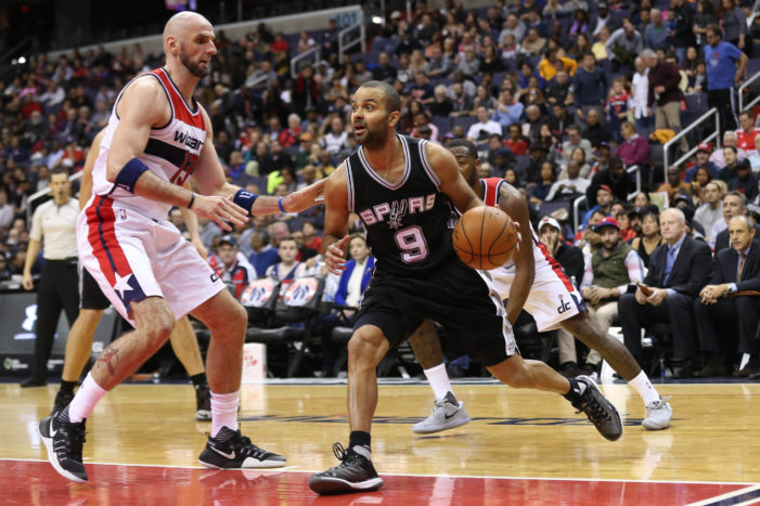 Spurs remain undefeated on road