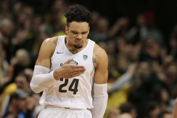 Brooks connects at buzzer; No. 21 Oregon upsets No. 2 UCLA