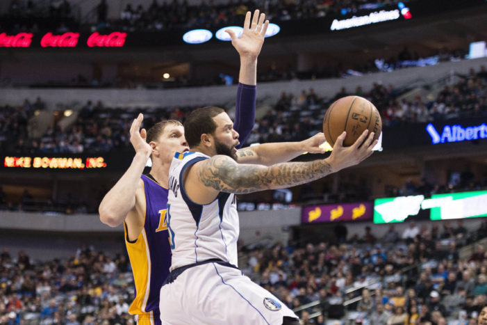 Williams leads Mavs in rout of Lakers
