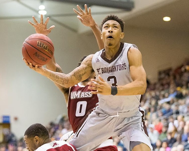 Adams, Mobley lead Bonnies to eighth straight win in A-10 opener