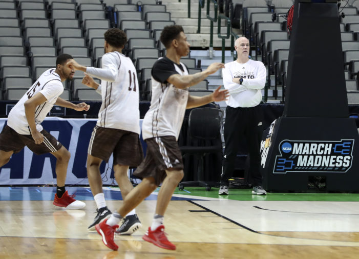 Dancing in Dallas, Bonnies seek to chomp Gators