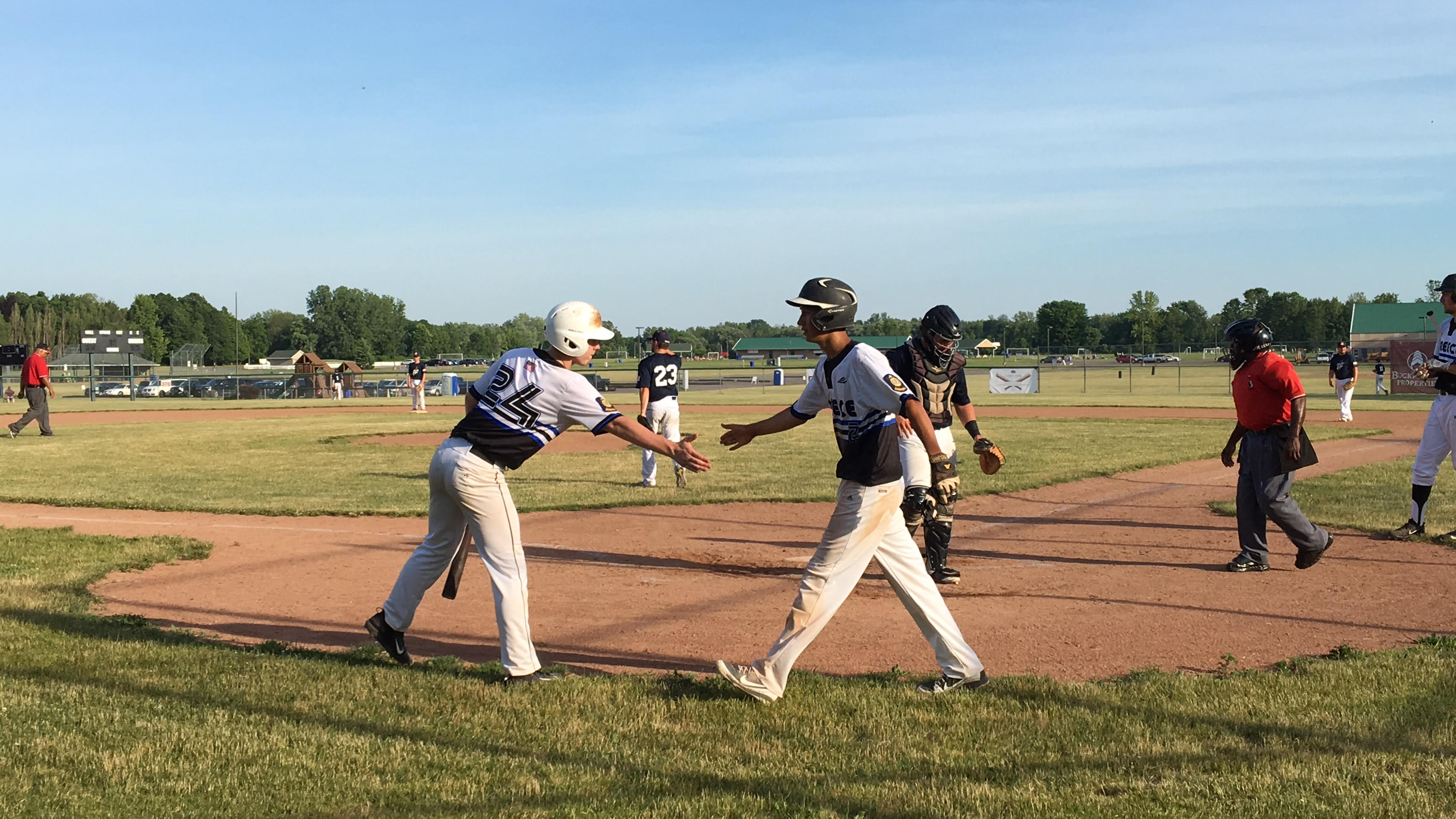 Mike Ruta Right Slaps Hands With Jack Berbert After Scoring The First Run Of Friday S Photo Billy Heyen