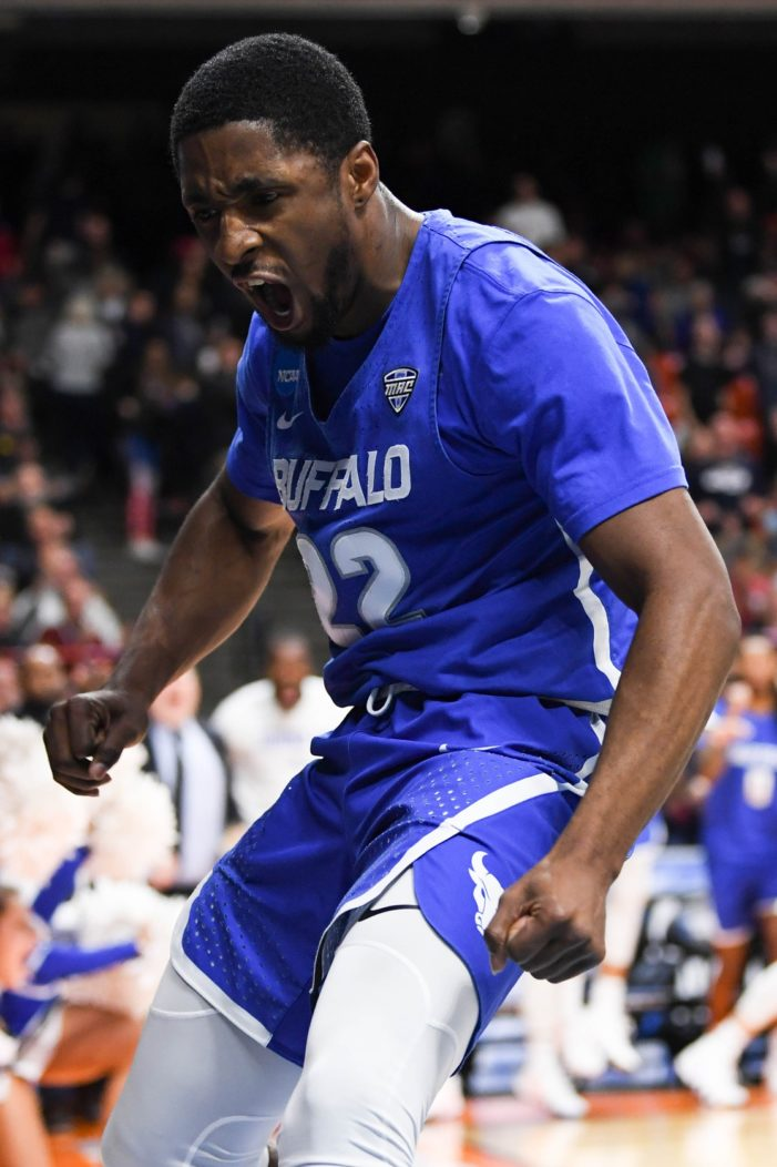 Caruthers scores 15 off the bench in UB win at Akron