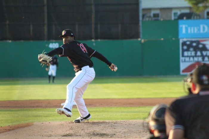 Muckdogs win 7-5 to keep first place