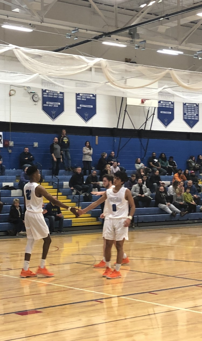 Tuesday Wrap: Newark's Green collects double-double; Lyons and East win sixth straight to start seasons