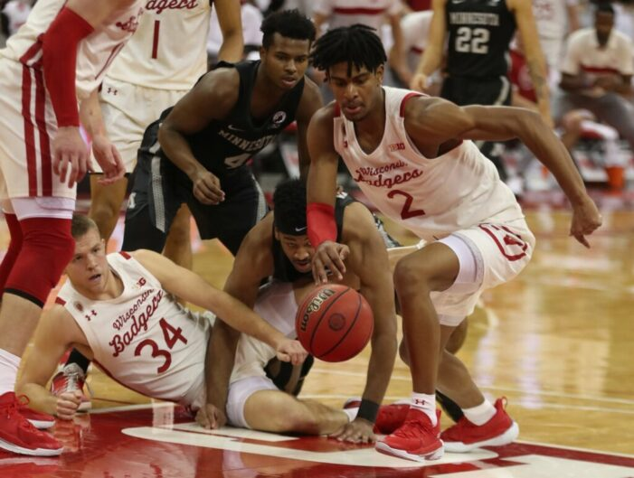 Top 25 Wrap: Potter's double-double paces Wisconsin; Dickinson leads Michigan charge