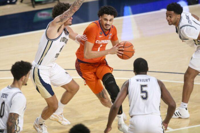 Top 25 Wrap: Devoe leads Georgia Tech outburst; Duke, Providence hold off Creighton