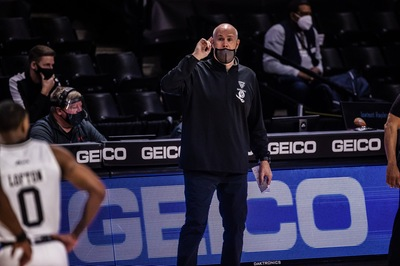 Bonnies earn Atlantic 10 awards; Schmidt Coach of the Year, Osunniyi Defensive Player of the Year