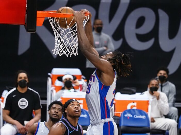Stewart posts double-double in Pistons victory